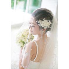【 ハナコレストーリー 】⠀ ・⠀⠀ うっとりするようなベールダウンショット✨⠀ ・⠀⠀ ヘッドアクセサリー、イヤリング、ブーケ、ボディージュエリーがベール越しに写っています♩⠀ ・⠀ 斜め下を見つめるご新婦さまの表情も素敵です*⠀ ・⠀ こちらは @erik.a_b.ride___  さまのお写真♡すてきなご投稿ありがとうございました♡⠀⠀ ・⠀⠀ #wedding #bridal #weddingdress #weddingphoto #colorful #weddingceremony #photo #photoshooting #nature #結婚式 #ウェディング #ブライダル #ウェディングフォト #フォト#プレ花嫁 #卒花嫁 #ウェディングドレス #カラフル #おしゃれ #オリジナルウェディング #ハナコレ花嫁 http://butimag.com/ipost/1496195248426503586/?code=BTDjaa5Fs2i