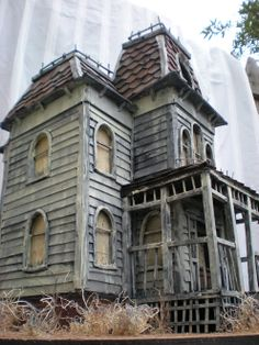 bates mansion from psycho - miniature haunted houses