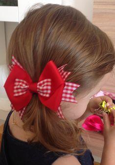 Laço lindo para festa junina. Feito no bico de pato. 12x9 cm aproximadamente. Baby Hair Clips, Baby Hair Bows, Baby Headbands, Ribbon Art, Ribbon Bows, Hair Bow Tutorial, Hair Ribbons, Hair Decorations, Lace Hair