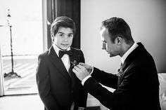 Zoontje bruidspaar maakt zich klaar, Bruidsfotografie, Bruidsreportage, Trouwfotograaf, Bruiloft Landgoed Rhederoord, Bruidsfotograaf | Dario Endara