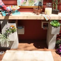 This DIY bar is made from concrete blocks, so it won't put a huge dent in your wallet and it will stand up to strong winds and dreary weather. decor diy videos How to Build an Outdoor Bar from Concrete Blocks Outdoor Bar Table, Outdoor Kitchen Bars, Outdoor Bars, Outdoor Kitchens, Diy Bar, Outdoor Projects, Home Projects, Backyard Projects, Outdoor Ideas