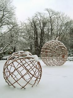 Untitled spheres by American artist collaborators Joey Kilpatrick (b.1952) & Flora Mace (b.1949). via Contemporary Basketry: In the Snow