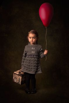 Девочка и шар Билла Гекаса на 500px