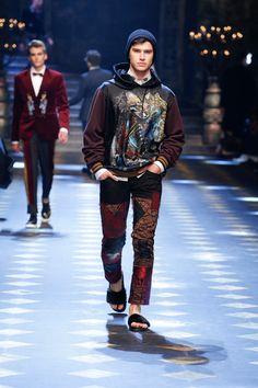 Catwalk: Fall Winter 2017-18 Men Fashion Show   Dolce & Gabbana