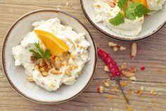 Ziegenfrischkäse-Dip mit scharfen Pinienkernen