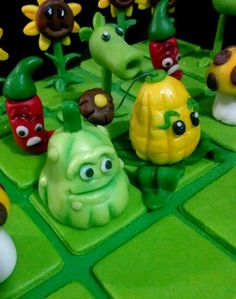 Plants Vs Zombies Toppers Cake by Creandoenazucar