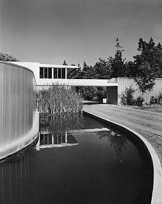 """Richard Neutra /// Josef von Sternberg House /// Northridge, Los Angeles, USA /// 1935 OfHouses guest curated by Benedict Clouette & Marlisa Wise (Interval-Projects): """"Neutra designed this house. Richard Neutra, Contemporary Architecture, Landscape Architecture, Architecture Design, Conceptual Architecture, California Architecture, Architectural Photographers, Landscape Photographers, Frank Lloyd Wright"""
