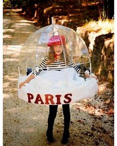 Lindy: My 7 year old Lindy: My 7 year old Addie decided she wanted to be a Paris Snowglobe. We built it for her out of a clear umbrella upholstery foam thin pvc pipe and a. Costume Halloween, Costume Carnaval, Christmas Costumes, Halloween Kids, Halloween Party Themes, Group Halloween, Homemade Halloween, Halloween Christmas, Creative Costumes