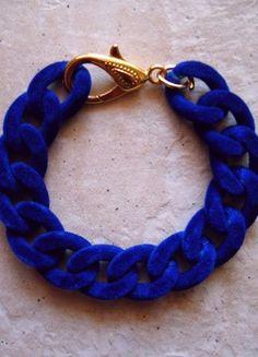 Armband in Königsblau beflockt