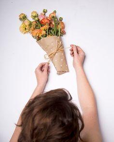 Как упаковать букет живых цветов