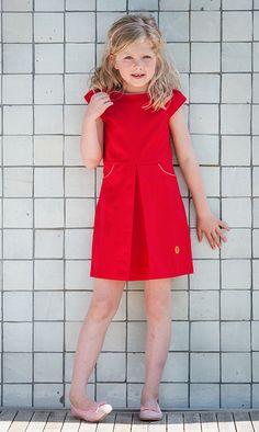 """Jurkje Roos in knalrood en afgewerkt met zoet roze biesjes. De meest gekozen kleur door meisjes en hun mama's! De naam van deze jurk: """"ranja met een rietje!'  #Kinderkleding #retro #rood #roze #zomerjurkje #zomerjurkjes #kinderen #Summerdress #children #pink #red"""