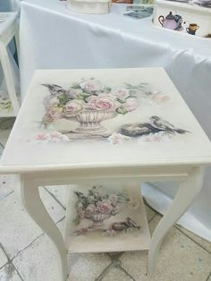 Mobili per decoupage – Recycled Furnitures Ideas Decoupage Furniture, Decoupage Art, Decoupage Vintage, Hand Painted Furniture, Recycled Furniture, Paint Furniture, Shabby Chic Furniture, Furniture Projects, Furniture Makeover