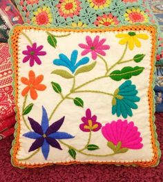 Cushion Embroidery, Machine Embroidery Applique, Embroidery Needles, Hand Embroidery Stitches, Crewel Embroidery, Hand Embroidery Designs, Mexican Embroidery, Embroidered Flowers, Sewing Crafts