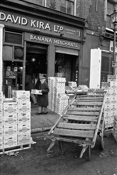 David Kira Ltd, Banana Merchants (Spitalfields Life) East End London, Old London, London Market, Old Pub, London History, Brick Lane, Old Street, Getting Up Early, Shops