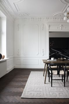 Layered's Cubes wool rug takes us back to a feel of Swedish Grace. French Interior, Home Interior Design, Interior Architecture, Interior And Exterior, Interior Decorating, Modern Classic Interior, Victorian Architecture, Neoclassical Interior, Minimalist Home