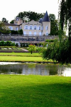 Château Lafite Rothschild Chateau Bordeaux, Culture Of France, Famous Wines, French Castles, Chateaus, Aquitaine, Wineries, Vacation Destinations, Wine Tasting