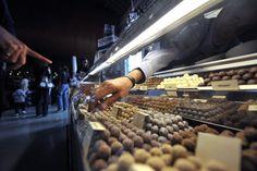 """Dünyanın en büyük çikolata fuarı """"Salon Du Chocolat"""" Fransa'nın başkenti Paris'te kapılarını açtı."""