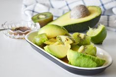 avocado, kiwi, lime and honey Ingrown Hair Remedies, Skin Care Remedies, Face Scrub Homemade, Homemade Skin Care, Skin Care Regimen, Skin Care Tips, Breakfast Tea, Best Face Products, Good Skin