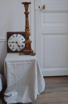 Ancien cadran d'horloge comtoise XIXème siècle  Pique cierge en bois doré et sculpté également XIXème. French antiques