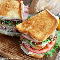 This Grilled California Club Sandwich is the perfect way to celebrate National Grilled Cheese Month! Club Sandwich Recipes, Soup And Sandwich, Sandwich Ideas, Ultimate Grilled Cheese, Grilled Cheese Recipes, Munster Cheese Recipes, Burger Dogs, Burgers, Sandwiches