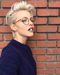 Well, one of the most trendy haircuts this year is the pixie haircut. Short Grey Hair, Girl Short Hair, Short Hair Styles, Androgynous Hair, Androgynous Models, Androgyny, Brittenelle Fredericks, Best Pixie Cuts, Tomboy Hairstyles
