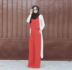 Latest Hijab Fashion : long red jumpsuit with lace white cardigan- Hijab fashion guide 2016 www. Islamic Fashion, Muslim Fashion, Modest Fashion, Girl Fashion, Fashion Outfits, Casual Hijab Outfit, Hijab Chic, Modele Hijab, Street Hijab Fashion