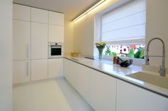 Biała minimalistyczna kuchnia