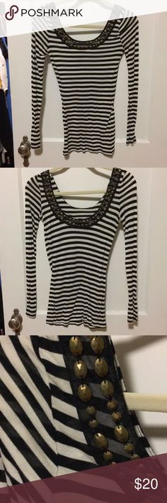 Jessica Simpson long sleeve striped shirt Super cute with detailing along collar. Low back. Lightweight, soft material perfect all year. Feel free to make an offer. Jessica Simpson Tops Tees - Long Sleeve