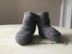 """28 Beğenme, 1 Yorum - Instagram'da Ayten Aktaş (Karamürsel) (@ordanburdanatolye): """"Gri takımın patiğide bitti 👶🏻😊 #patik #botties #gri #gray #örgü #knit #knitting #knitlove…"""""""