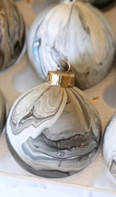 Cool Marble Paint Pour Christmas Ornament: DIY Using Testors Paints Easy step by step tutorial for making cool marble paint pour Christmas ornaments with Testors Craft paints that are so fun and beautiful to make for the holidays. Painted Christmas Ornaments, Old Christmas, Christmas Balls, Christmas Projects, Christmas Decorations, Holiday Decorating, Christmas Mantles, Victorian Christmas, Vintage Ornaments