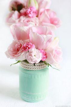 Vasen aus Einmachgläsern selber machen?Auf meinem Blog findet Ihr eine einfache und schnelle Anleitung. Viel Spaß beim Nachbasteln!