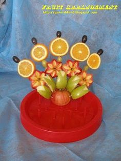 Simple Fruit Carving Arrangement With Apples and Oranges. Friut Fan