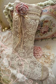 LINEN AND LACE CHRISTMAS