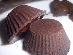 Bombones rellenos de crema de café y con forma de chocolate