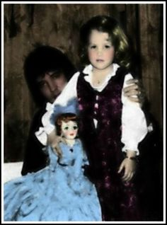 Elvis Aaron Presley and Lisa Marie Presley Photo: Daddy,Lisa and the doll Elvis Presley House, Elvis Presley Priscilla, Elvis Presley Family, Elvis Presley Photos, Lisa Marie Presley, Birthday In Las Vegas, 5th Birthday, Create Photo Album, Daddys Little Princess
