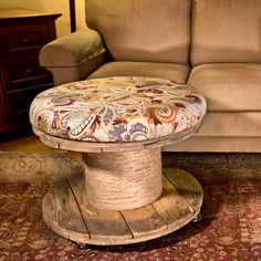 True Meaning Of Diy Pallet Ottoman Coffee Table 73 Wood Spool Furniture, Rustic Furniture, Diy Furniture, Recycled Furniture, Furniture Makeover, Modern Furniture, Furniture Design, Outdoor Furniture, Wire Spool Tables