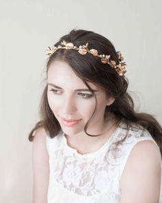 6e511b8693f Bridal headpiece. Hair accessories. Bridal crown. Tocado de porcelana.  Corona de novia