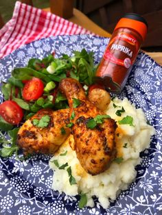 These garlic & paprika chicken drumsticks are a great choice when entertaining friends. Serve with a side salad and fluffy mashed potatoes! Slimming World Chicken Recipes, Chicken Lunch Recipes, Chicken Drumstick Recipes, Slimming World Recipes, Fanta Chicken, Crispy Seaweed, Sandwich Fillers, Chicken And Chips, Fluffy Mashed Potatoes