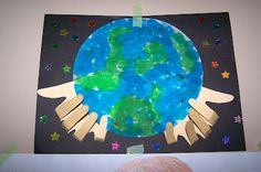 Earth Day Bulletin Board made of student traced hands and surrounded by student statements of advice to protect the earth. Earth Craft, Earth Day Crafts, World Crafts, Earth Day Activities, Preschool Activities, Earth Day Projects, Art Projects, Art For Kids, Crafts For Kids