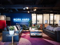 Inside WeWork's Sydney Coworking Space – Cool Office Space Coworking Space, Office Workspace, Office Decor, Clubhouse Design, Creative Office Space, Reception Design, Tech House, Workplace Design, Co Working