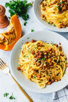 The pumpkin season is on and today is the best vegan carbonara with pumpkin you've ever eaten! Made fast and great! The post The best vegan carbonara with pumpkin appeared first on Tasty Recipes. Fall Dinner Recipes, Fall Recipes, Vegan Recipes, Vegan Food, Pasta Recipes, Healthy Food, Slow Food, Vegan Pumpkin, Pumpkin Recipes