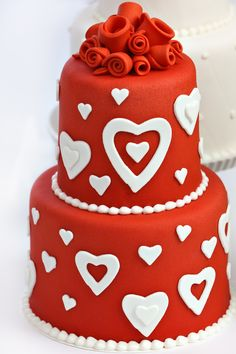 Decorate your Valentine's Day or anniversary cakes with FondArt Red rolled fondant. #cake #AUIFineFoods