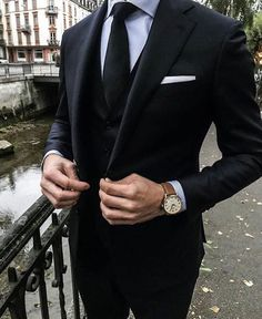 Terminologie de la mode masculine [An Easy-to-Read Visual Guide] - Menswear Terminology [An Easy-to-Read Visual Guide] Style – formel Mens Fashion Suits, Mens Suits, Vest And Tie, Designer Suits For Men, Groomsmen Suits, Herren Outfit, Formal Suits, Mode Masculine, Black Suits