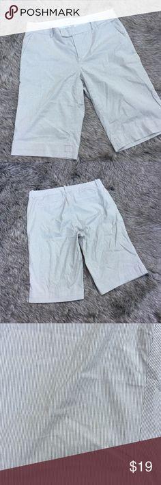 "BANANA REPUBLIC Martin STRIPED Bermuda Shorts 8 🔺Tabbed waistline 🔺4 pockets 🔺Length 22""🔺Inseam 13.5""🔺Waist 32"" Banana Republic Shorts Bermudas"