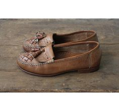 brown leather flats / kiltie shoes / size 7.5 by allencompany