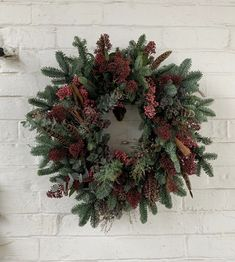 The Pepper Berry – Pamplemousse Fresh Wreath, How To Make Wreaths, Christmas Inspiration, Berry, Christmas Wreaths, Stuffed Peppers, Seasons, Holiday Decor, Pink