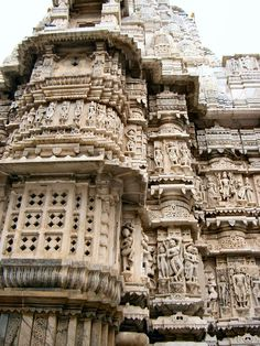 Decorated Walls of Jagdish Temple, Udaipur Beautiful Architecture, Art And Architecture, Beautiful Sites, Beautiful Places, Udaipur India, Indus Valley Civilization, States Of India, Ancient Buildings, India Travel