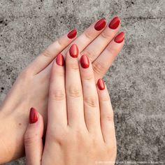 Eine tolle Farbe für den Herbst <3 #Herbst #nails #naildesign #nailart #autumn