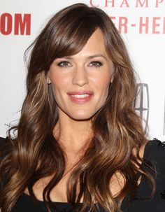 Jennifer Garner at the 2014 American Cinematheque Awards. Jennifer Garner Alias, Jennifer Garner Style, Jennifer Connelly, Blunt Hair, Long Brunette, Brown Hair With Highlights, Long Lasting Lipstick, Great Hair, Awesome Hair