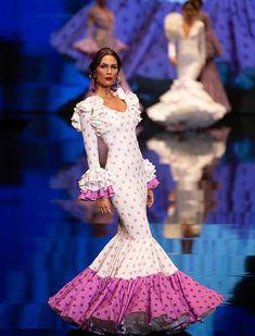 SIMOF 2019: el desfile de Consolación Ayala, en fotos (Vanessa Gómez / Juan Flores) Grad Dresses, Dressy Dresses, Spanish Dancer, Flamenco Dancers, Baby Shower Dresses, Spanish Fashion, Costume, African Dress, Fishtail